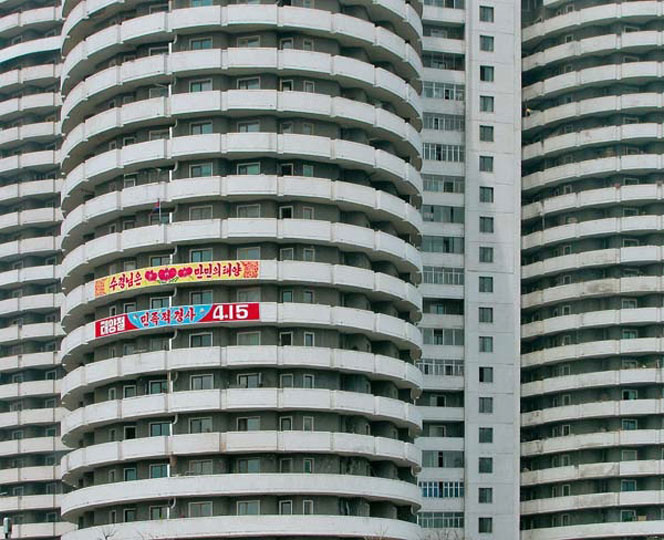 Apartment Tower, Pyongyang. Images courtesy of DOM Publishers and Philipp Meuser.