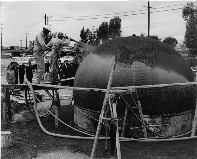 A 12-foot-diameter Airform under construction near Burbank, California.