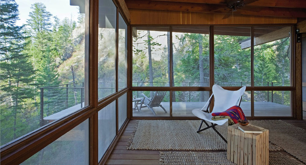 <em>Wood Cabin on Lake Flathead, Polson, MO.</em> By Andersson Wise Architects. Photo © Art Gray.