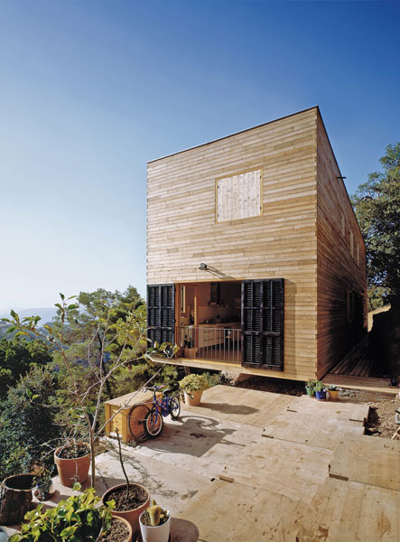 <em>House 205, Vacarisses, Spain.</em> By H Arquitectes. Photo © Starp
