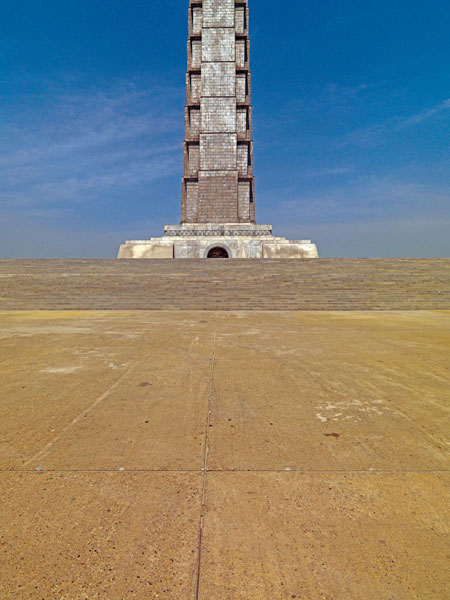 Juche Tower, Pyongyang. Images courtesy of DOM Publishers and Philipp Meuser.