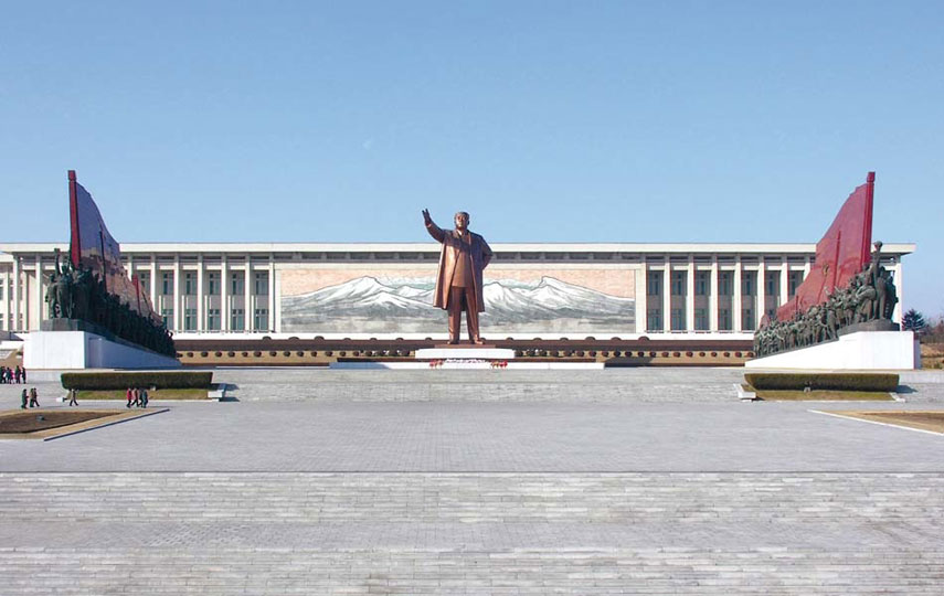 Korean Revolution Museum, Pyongyang. Images courtesy of DOM Publishers and Philipp Meuser.