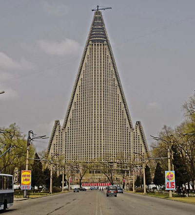 Ryugyong Hotel, Pyongyang. Images courtesy of DOM Publishers and Philipp Meuser.
