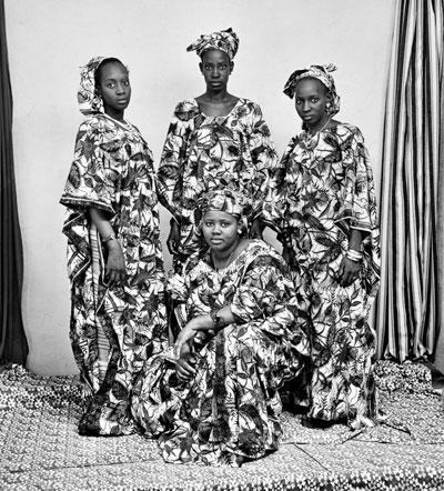 Studio Malick, Bamako, 16 and 17 September 1977  © Malick SidibÈ
